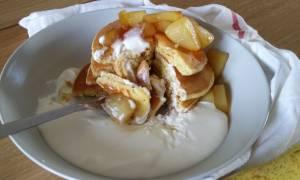 Η συνταγή της ημέρας: Pancakes με καραμελωμένα αχλάδια και κρέμα cheesecake
