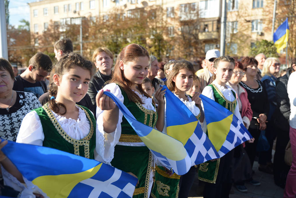 """Το Newsbomb.gr στην Ουκρανία: Μια ελληνική πλατεία στο κέντρο της Μαριούπολης - Η κοιτίδα του ελληνισμού της Ουκρανίας απέκτησε την """"ελληνική πλατεία"""" της"""