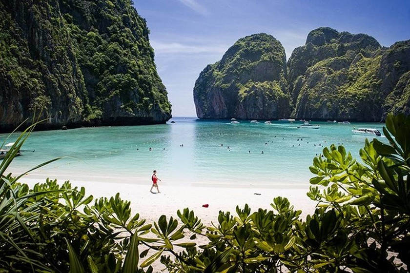 Διάσημες παραλίες εκπέμπουν SOS – Κλείνει οριστικά η Maya Bay του ΝτιΚάπριο (vids+pics)