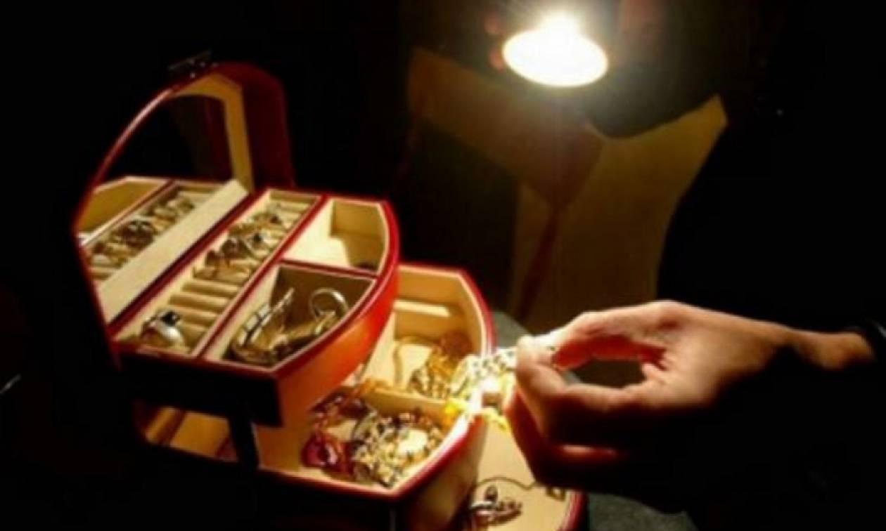Φθιώτιδα: Τον έπιασαν με τα χρυσαφικά στο χέρι!