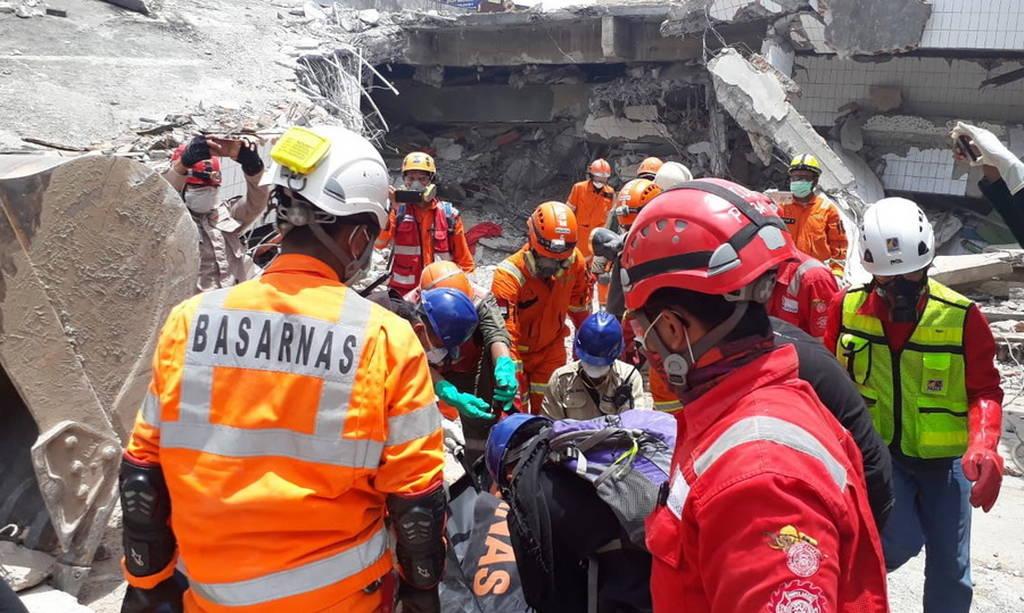 Ανείπωτη τραγωδία στην Ινδονησία: Τουλάχιστον 2.000 οι νεκροί - Χιλιάδες αγνοούμενοι (pics+vid)