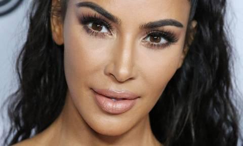 Η Kim Kardashian προκαλεί με μαγιό από το 1996 (photos)