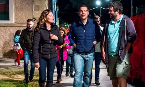 Με τζιν και αξύριστος ο Αλέξης Τσίπρας στο φεστιβάλ Σπούτνικ (pics)