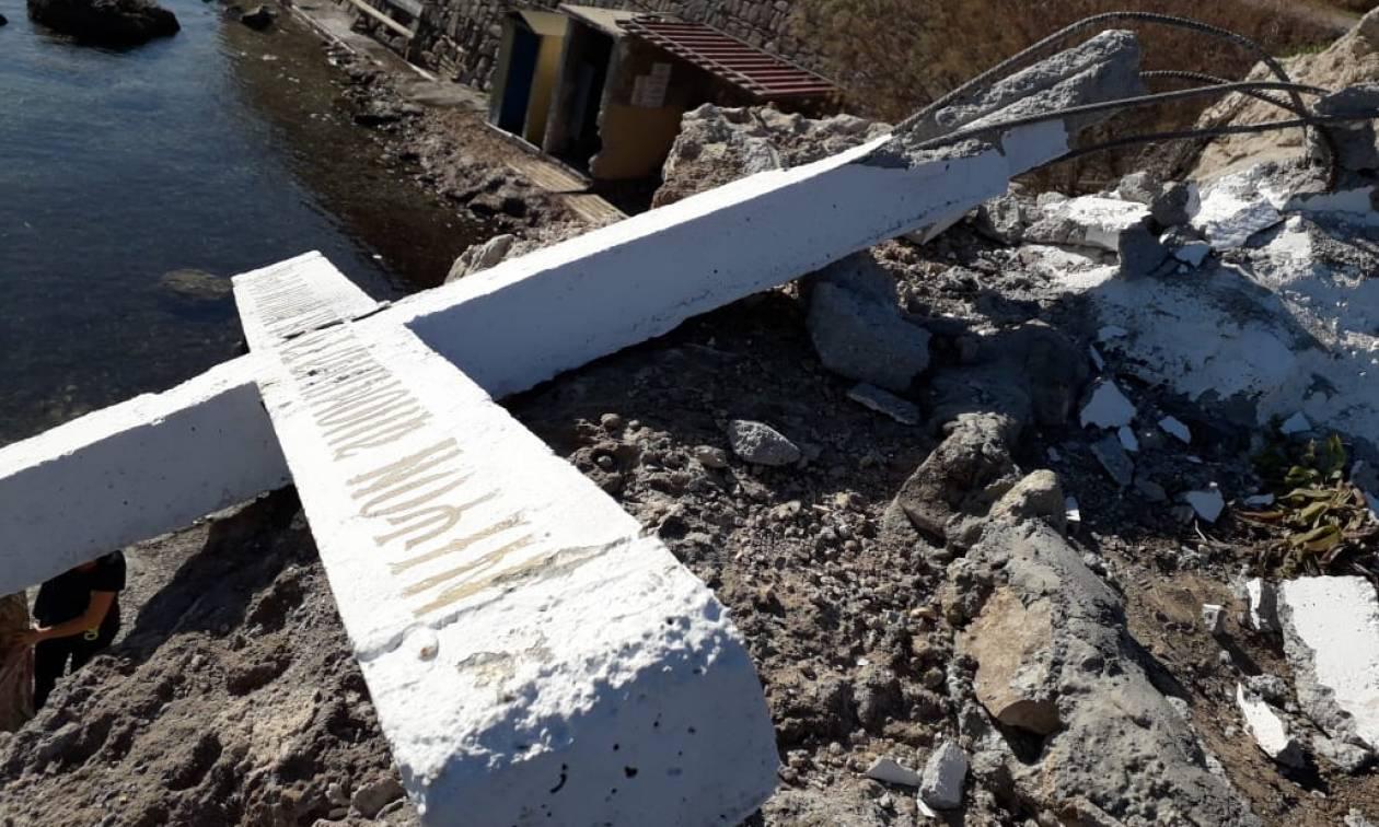 Μυτιλήνη: Άγνωστοι κατέστρεψαν τον τσιμεντένιο σταυρό στην ακτή Απελή (pics)