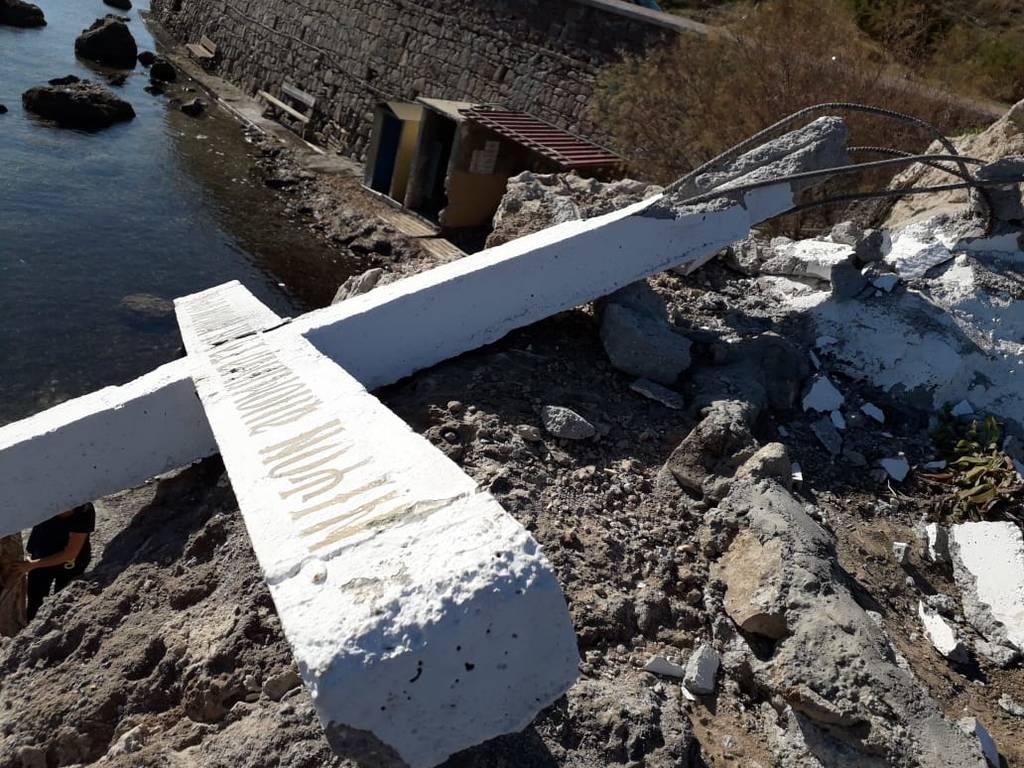Άγρια διαμάχη στη Μυτιλήνη για ένα σταυρό (pics)