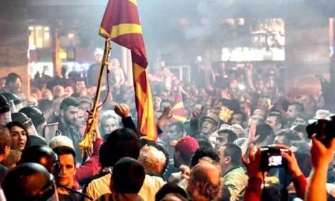 Άρχισε ο «πόλεμος» στα Σκόπια: Απειλές κατά βουλευτών – Ψάχνει «αποστάτες» ο Ζάεφ
