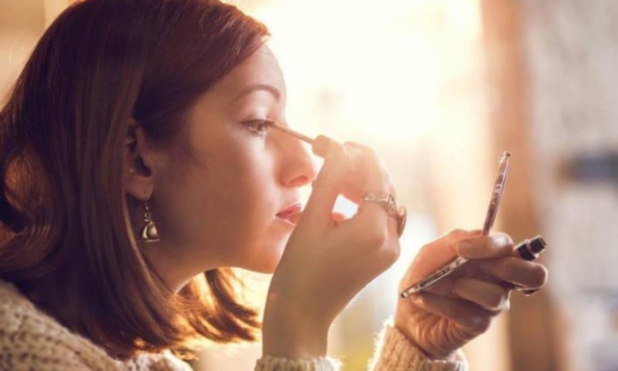 How to: Metallic eyeliner από το πρωί μέχρι το βράδυ