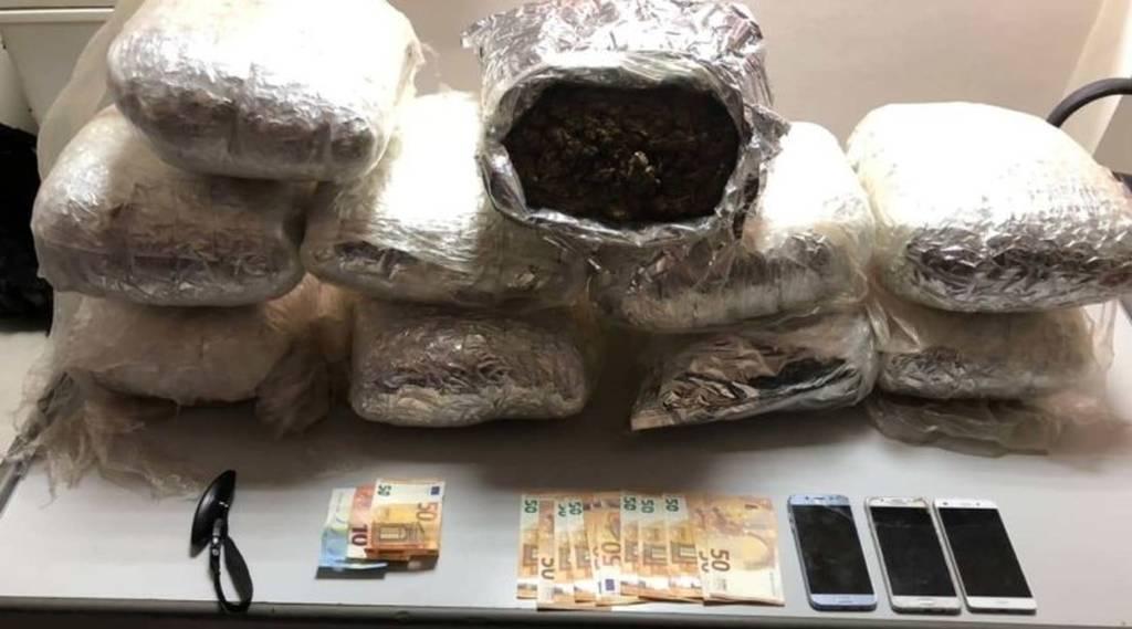 Κρήτη: Χειροπέδες σε ζευγάρι που έκρυβαν περισσότερα από 20 κιλά κάνναβης