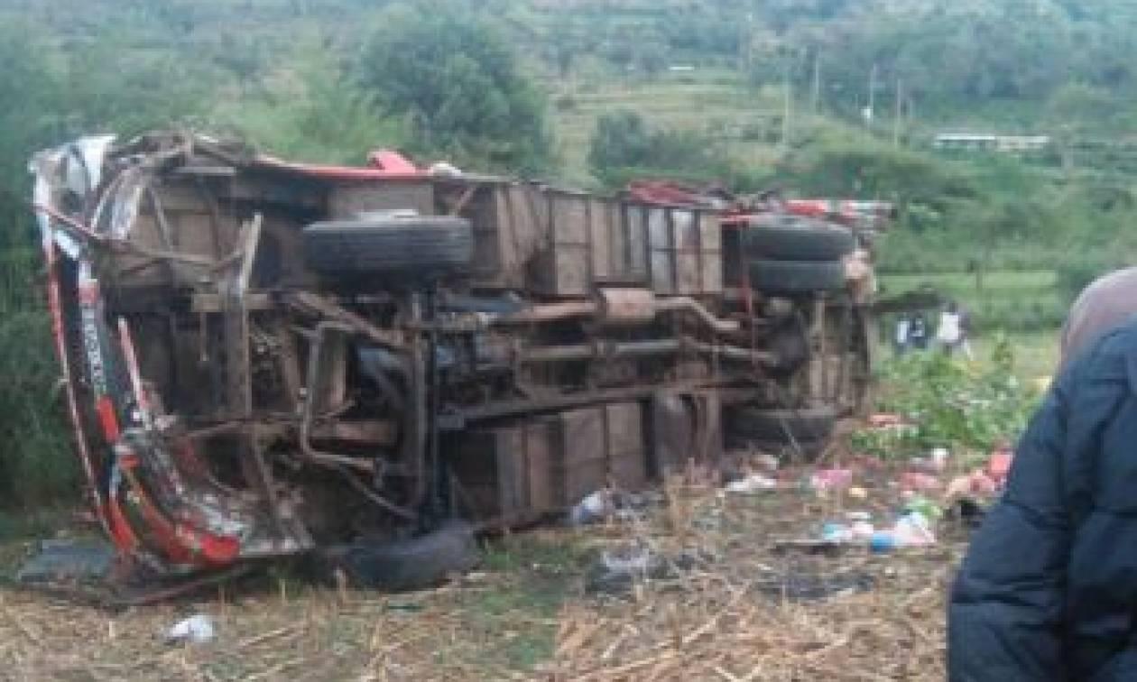 Φρικτό δυστύχημα στην Κένυα: Τουλάχιστον 50 νεκροί σε τροχαίο (pics)