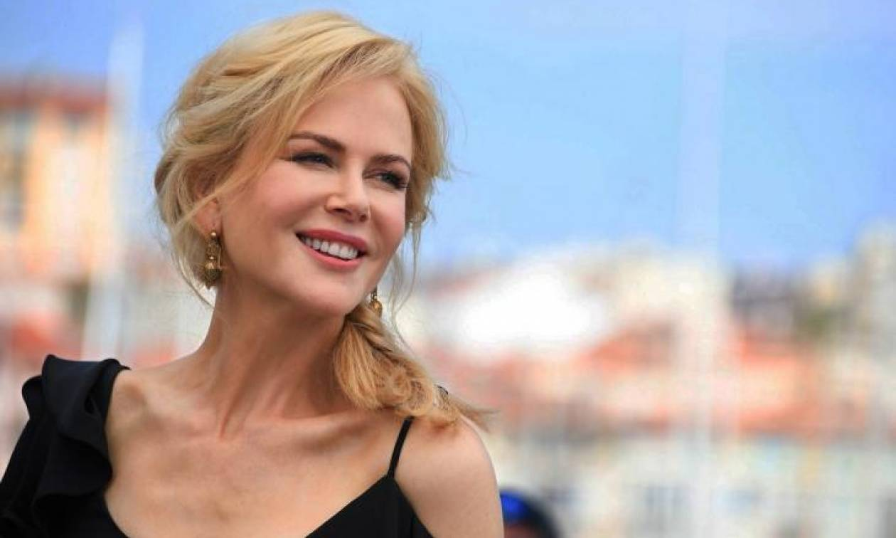 Nicole Kidman  Ποζάρει αμακιγιάριστη και cheers στη φυσική ομορφιά ... c2f3de320d9