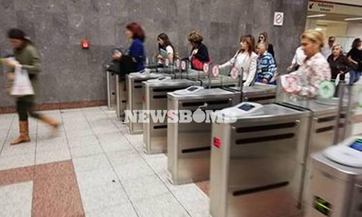 Ταλαιπωρία στο Μετρό για την έκδοση ηλεκτρονικών εισιτηρίων (vid)