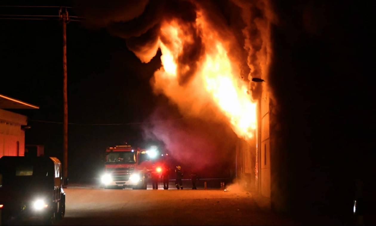 Μεγάλη φωτιά σε καπνοβιομηχανία στην Καβάλα