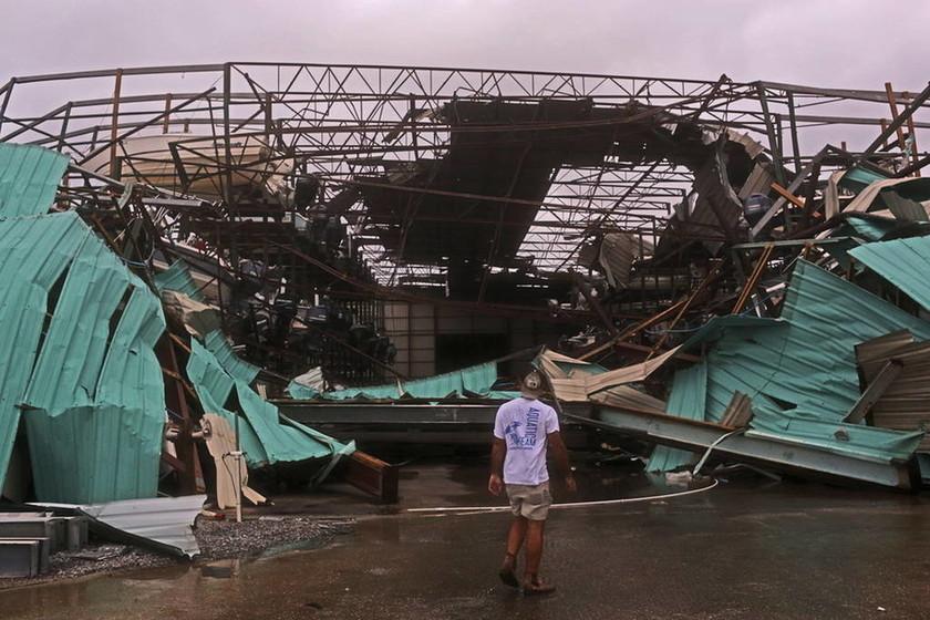 Σάρωσε τη Φλόριντα ο κυκλώνας Μάικλ: Ένας νεκρός - Τεράστιες καταστροφές (pics+vid)