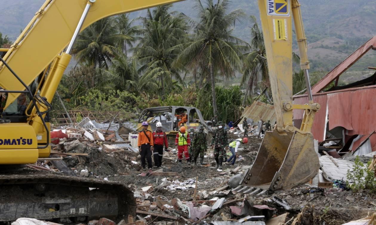 Ινδονησία: Σταματούν οι έρευνες για επιζώντες - 5.000 άνθρωποι παραμένουν αγνοούμενοι (pics)