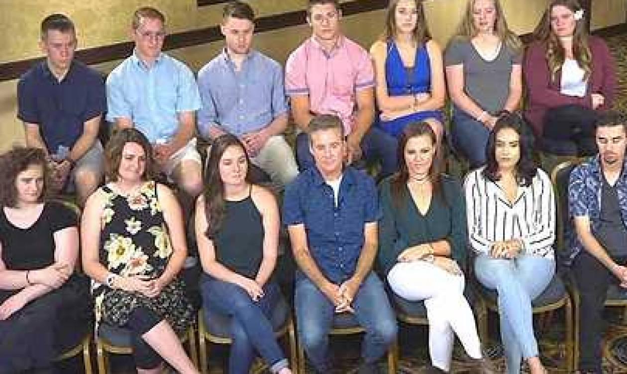 Δωρητής σπέρματος έκανε... 19 παιδιά! Και τα συνάντησε όλα μαζί (video)