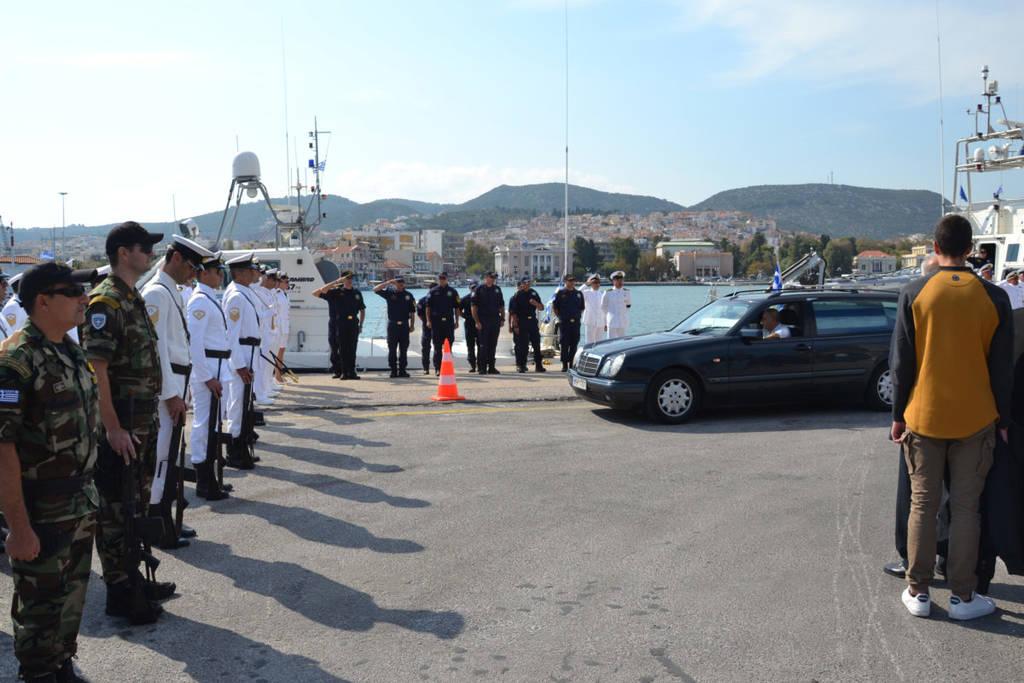 Ράγισαν καρδιές στην κηδεία του «ήρωα του Αιγαίου» Κυριάκου Παπαδόπουλου