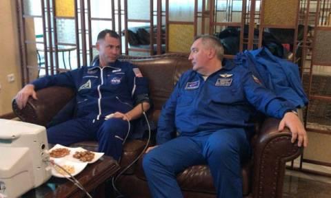 Θρίλερ με την κατάσταση της υγείας των δύο αστροναυτών του Σογιούζ - Βίντεο τη στιγμή της βλάβης