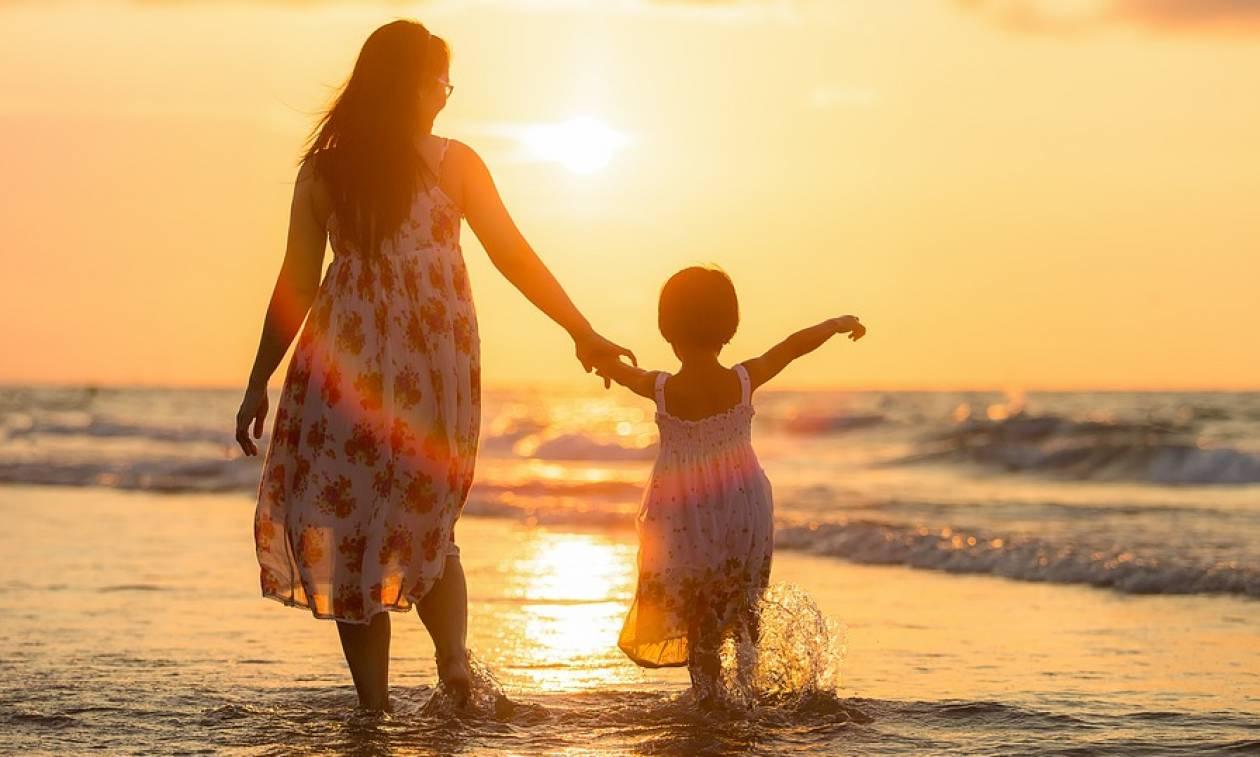 ΟΠΕΚΑ: Επίδομα 1.000 ευρώ στις μητέρες - Δες ΕΔΩ πώς να το διεκδικήσεις