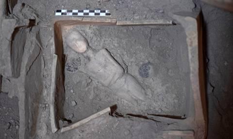 Σαντορίνη: Στο φως νέοι αρχαιολογικοί θησαυροί - Μαρμάρινα ειδώλια, αλαβάστρινα αγγεία και αμφορείς