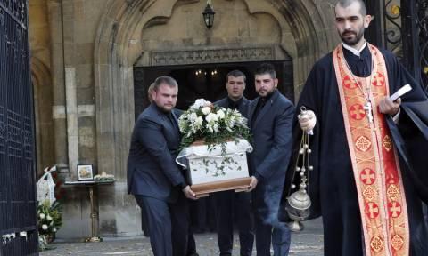 Θρήνος και οργή στην κηδεία της δημοσιογράφου που βίασαν και ξυλοκόπησαν μέχρι θανάτου (Pics+Vids)