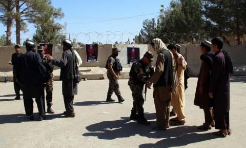 Μακελειό στο Αφγανιστάν: Τουλάχιστον 15 νεκροί από έκρηξη βόμβας σε προεκλογική συγκέντρωση