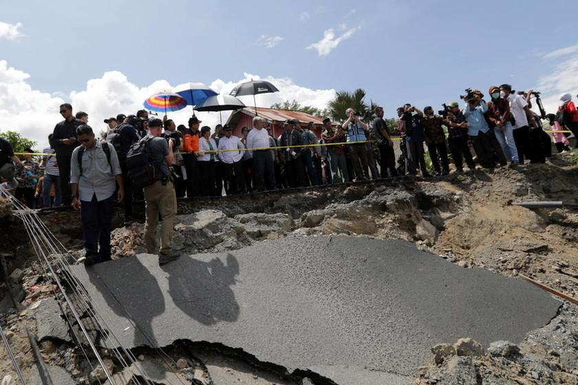 Ινδονησία: Τουλάχιστον 22 νεκροί από τις καταρρακτώδεις βροχές στη Σουμάτρα (pics+vid)