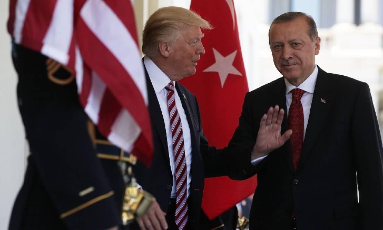 Άστραψε και… βρόντηξε για τον πάστορα ο Τραμπ: Καμία συμφωνία με τον Ερντογάν για ομήρους!