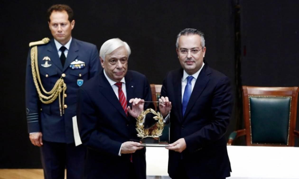 Παυλόπουλος: Η Δημοκρατία κινδυνεύει από τη δικτατορία των μετρίων και της μετριότητας