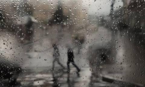 Καιρός: Συννεφιά και αφρικανική σκόνη τη Δευτέρα – Δείτε πού θα βρέξει