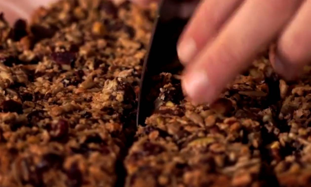 Πώς θα φτιάξετε εύκολα και γρήγορα μπάρες δημητριακών