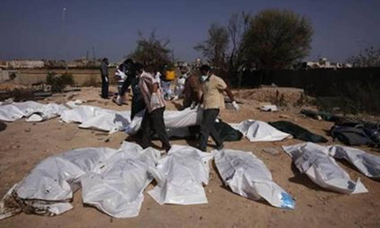 Μακάβριο εύρημα στη Λιβύη: 110 πτώματα ανασύρθηκαν από ομαδικό τάφο κοντά στη Σύρτη