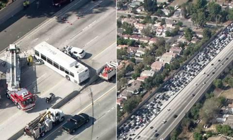 ΗΠΑ: Εικόνες χάους σε αυτοκινητόδρομο του Λος Άντζελες - 40 τραυματίες από καραμπόλα (vid&pics)