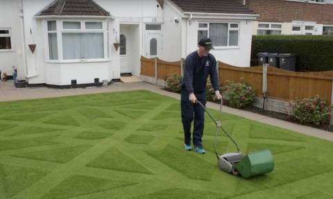 Όσοι έχετε κήπο να τον φροντίζετε όπως αυτός εδώ ο τύπος!