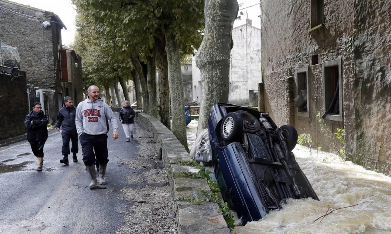 «Κόκκινος» συναγερμός στη νότια Γαλλία από τις φονικές πλημμύρες: Τουλάχιστον 13 οι νεκροί (pics)