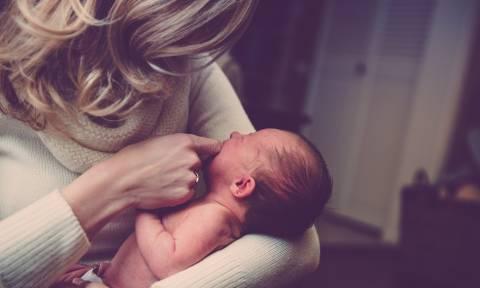 ΟΠΕΚΑ - Επίδομα 1.000 ευρώ: Είστε μητέρα; Δείτε ΕΔΩ πώς να κάνετε αίτηση