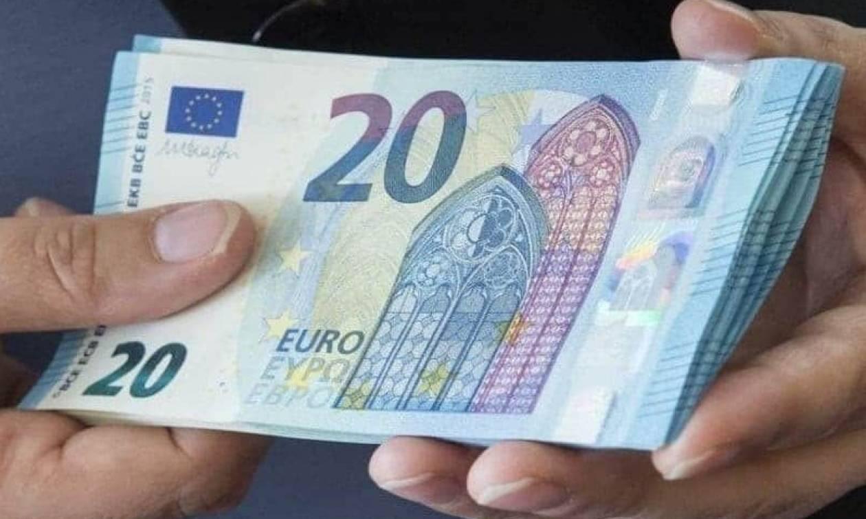 «Μοιράζει χρήμα» η κυβέρνηση: Δείτε ΕΔΩ ποιοι θα πάρουν τα δώρα Χριστουγέννων και πότε