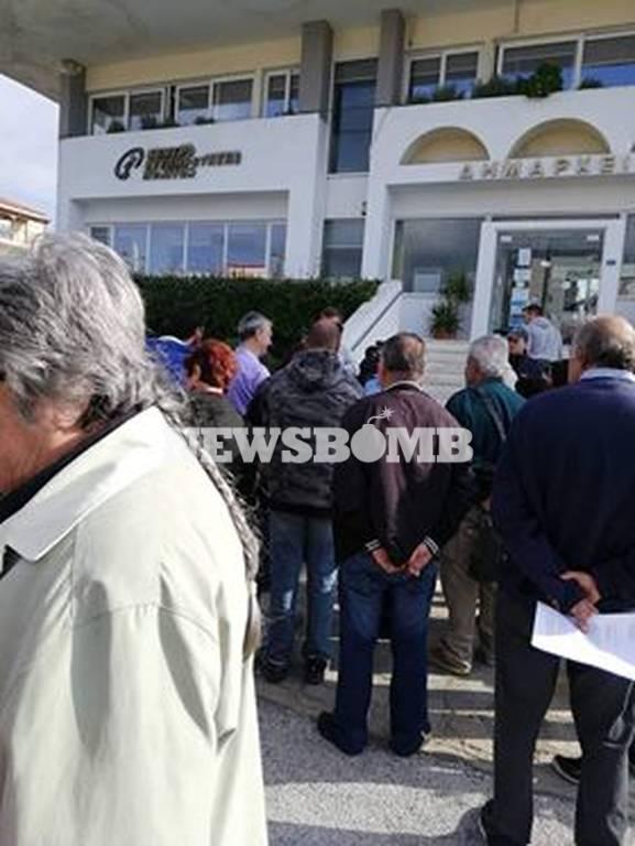 Πυρόπληκτοι: Παραμένουν τα προβλήματα - Διαμαρτυρία στο Δημαρχείο Νέας Μάκρης (vid)
