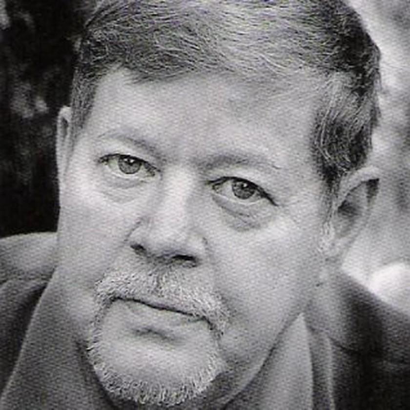 Πέθανε γνωστός συγγραφέας (Pics+Vid)