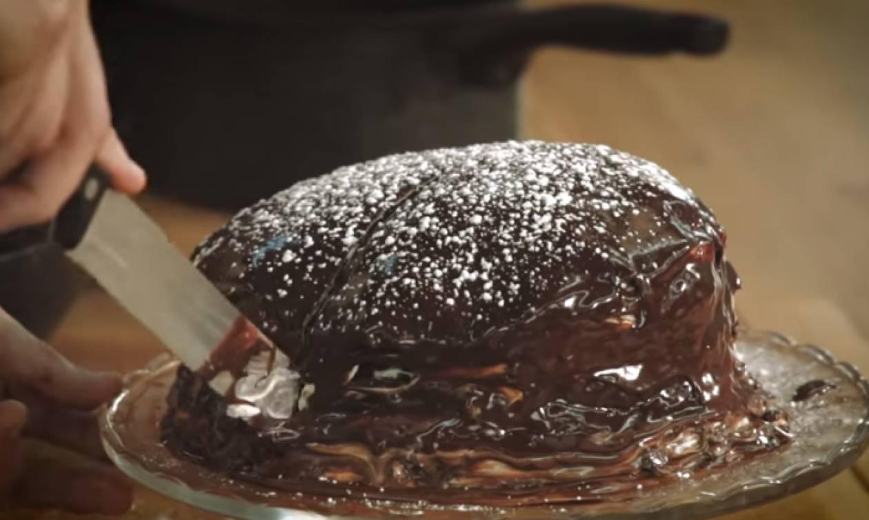 Λαχταριστή συνταγή: Τούρτα με σοκολατένιες κρέπες