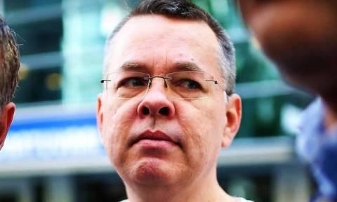 «Πάνε γυρεύοντας» οι Τούρκοι: Προσφεύγουν κατά της απόφασης απελευθέρωσης του Αμερικανού πάστορα