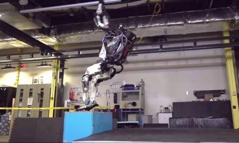 Το ρομπότ που κάνει… παρκούρ (video)