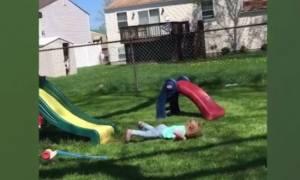 Παιδιά και τσουλήθρα: Προσπαθήστε να μην γελάσετε (vid)