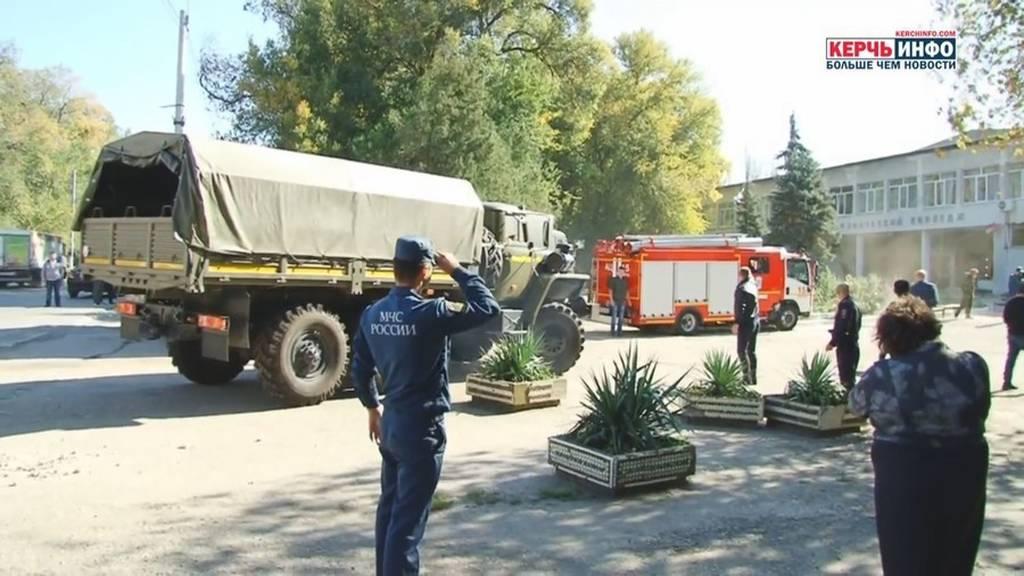 Επίθεση Κριμαία: Καταιγισμός πυροβολισμών, εκρήξεις και διαμελισμένα σώματα – Στους 17 οι νεκροί