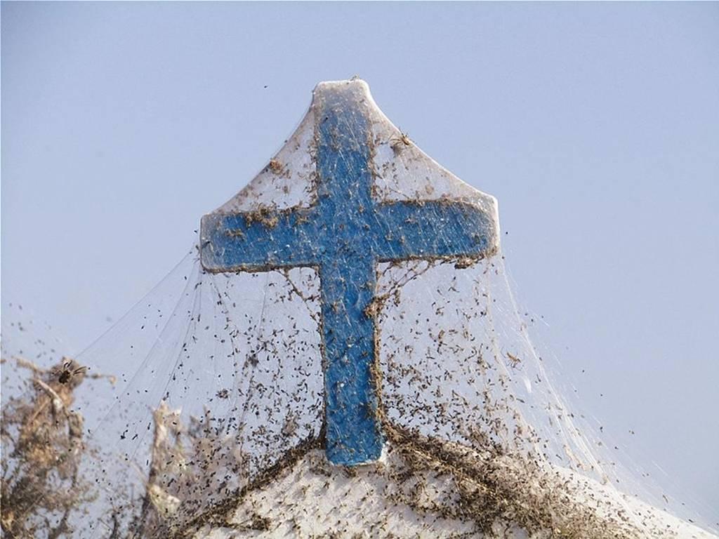 Απίστευτες εικόνες στη Λίμνη Βιστωνίδα: Το σπάνιο φαινόμενο που θυμίζει… θρίλερ (vids+pics)