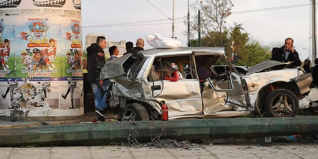 Σοβαρό τροχαίο στον Κηφισό: Νταλίκα συγκρούστηκε με 5 Ι.Χ – 2 τραυματίες (video)