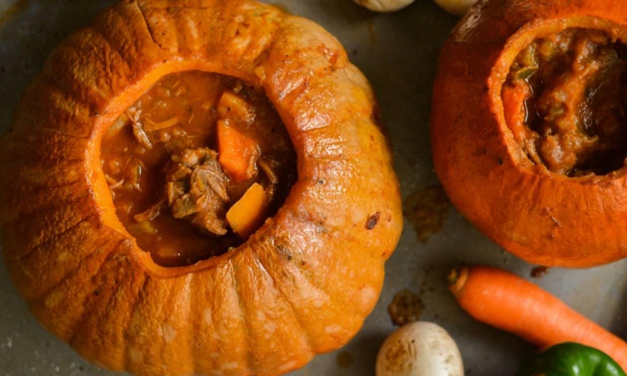 Η συνταγή της ημέρας: Μοσχάρι κοκκινιστό μέσα σε κολοκύθα