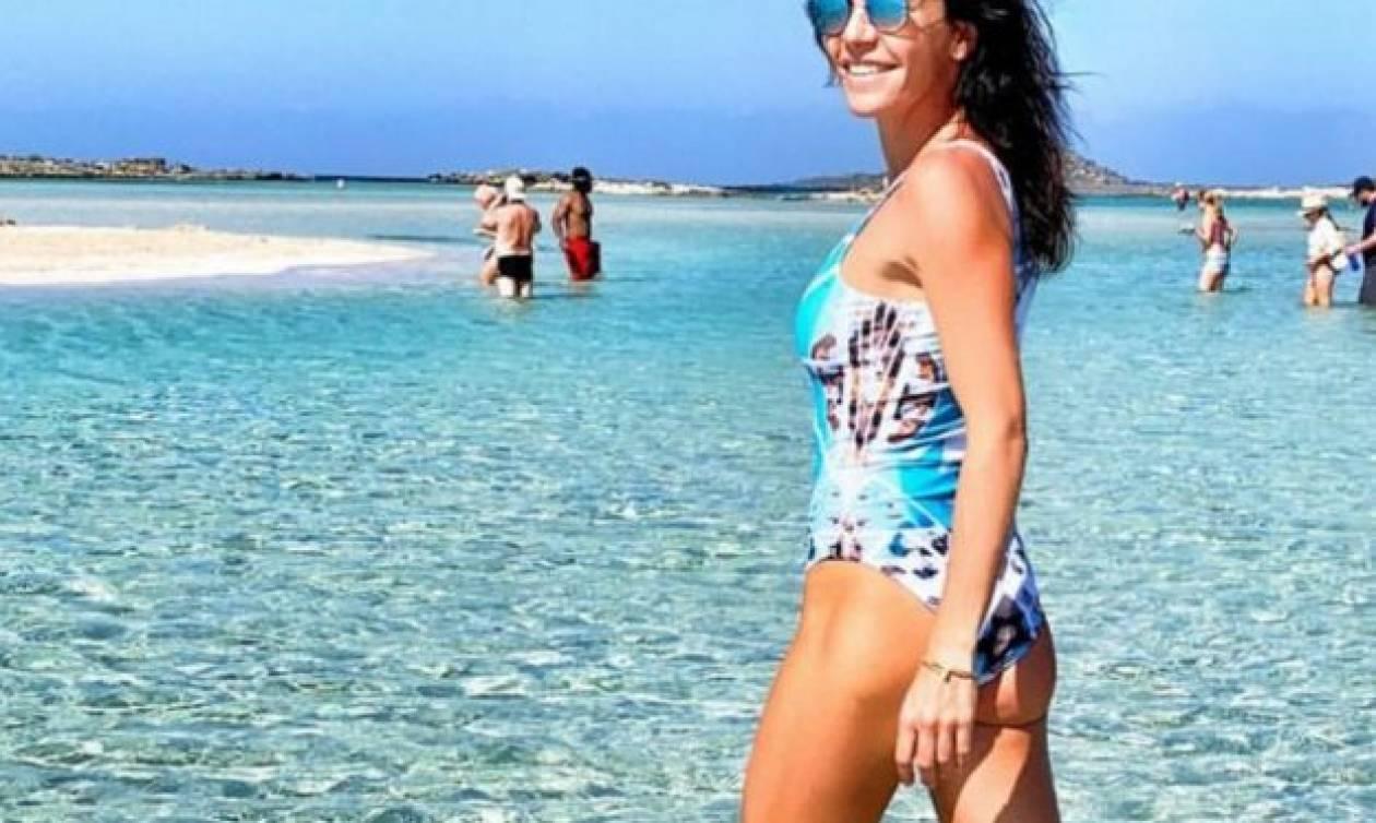 Κρήτη: Η κοσμοπολίτισσα Μαρίνα Βερνίκου απολαμβάνει το Ελαφονήσι τον Οκτώβρη