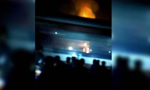 Τραγωδία στην Ινδία: Δείτε καρέ – καρέ τη στιγμή που το τρένο «εμβολίζει» το πλήθος (Vids)