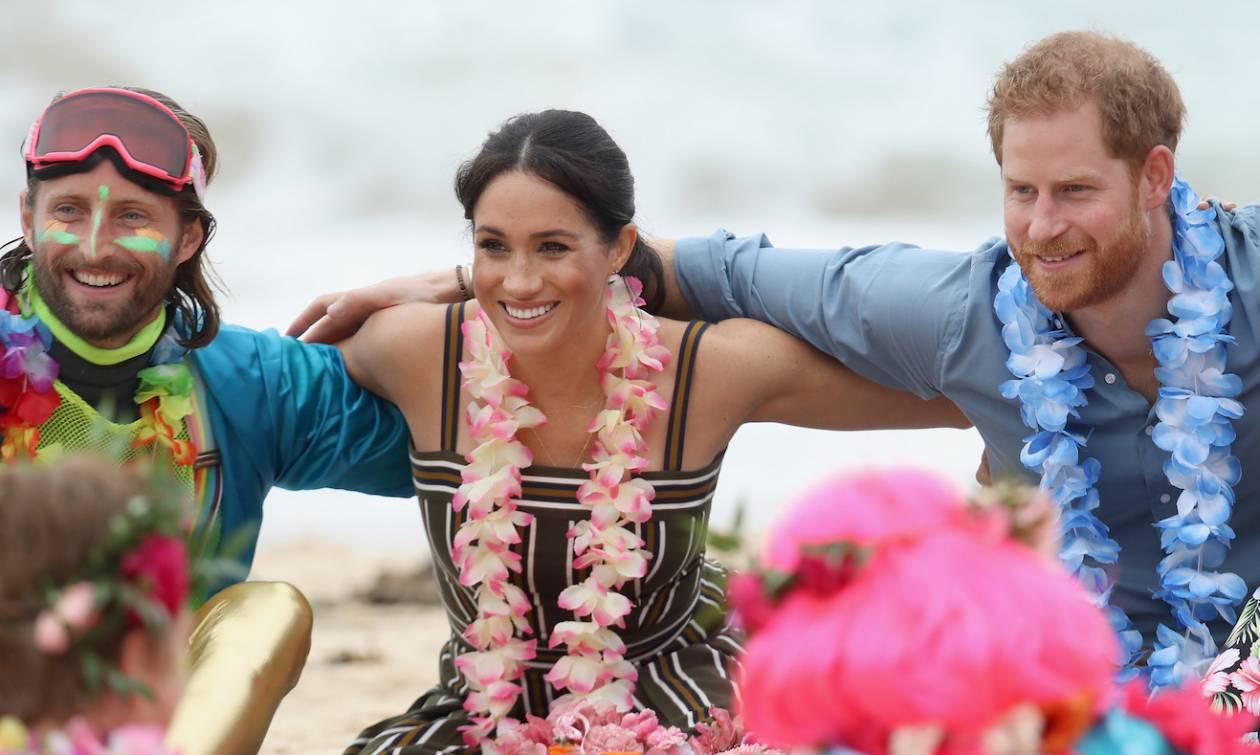 Σίδνεϊ: Ο πρίγκιπας Χάρι και η Μέγκαν κάθισαν στον κύκλο της OneWave στην Μποντάι Μπιτς (vids)