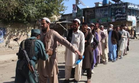 Αιματοβαμμένες εκλογές στο Αφγανιστάν: Στους 36 οι νεκροί των επεισοδίων